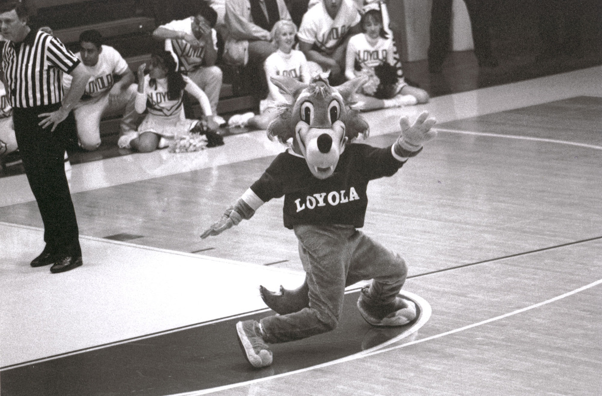 LU Wolf Entertains the Crowd, 1995